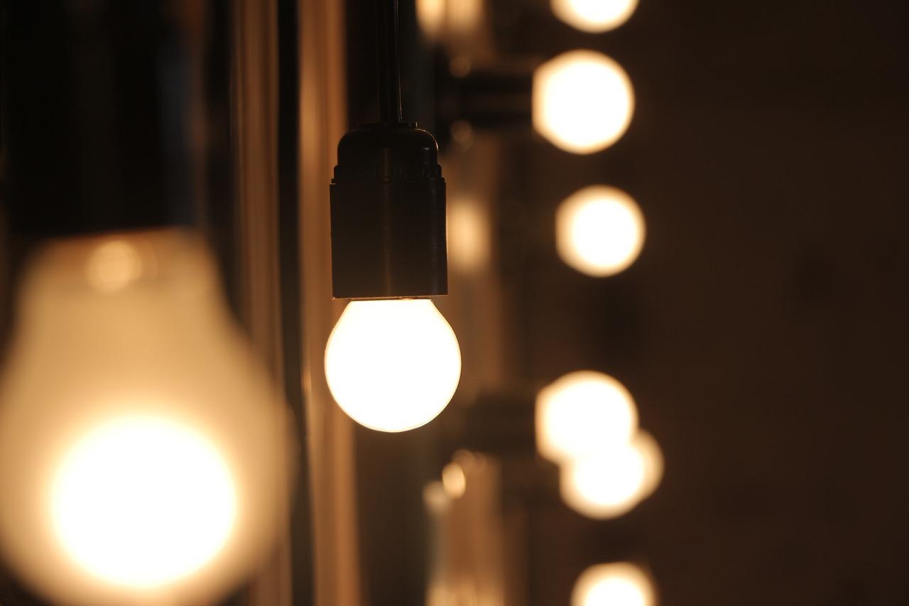 ピントが合っているライトの写真
