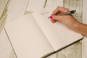 紙とペンの画像