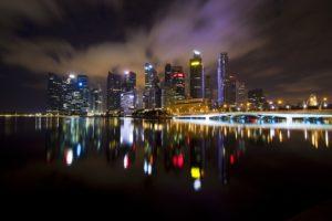 夜景が水面に映る画像