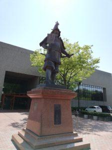 津軽為信の石像の画像